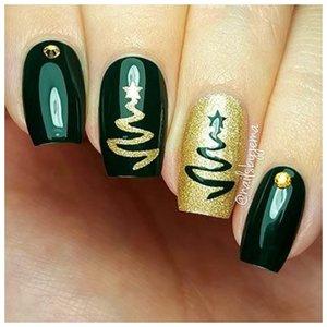 Идея для новогоднего дизайна на ногтях