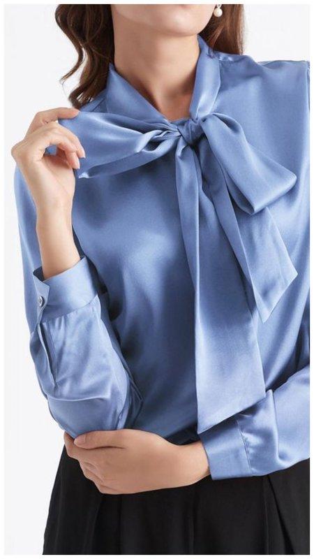 Красивая блузка с бантом