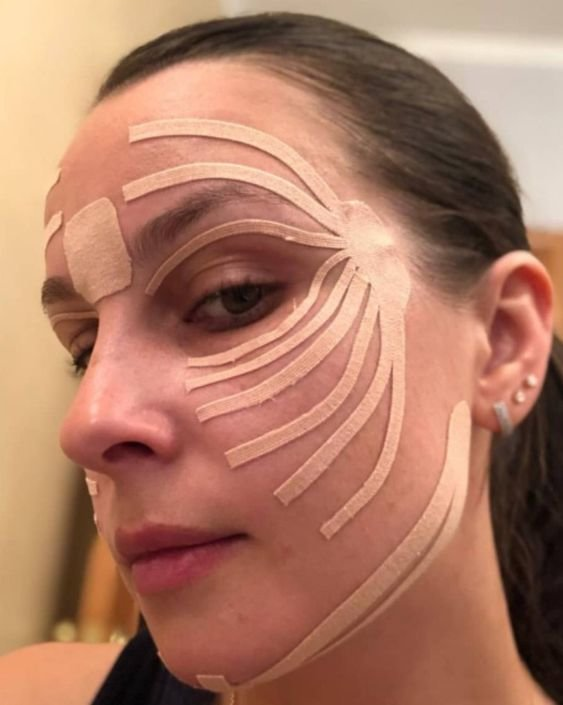 Как клеить тейпы на лицо