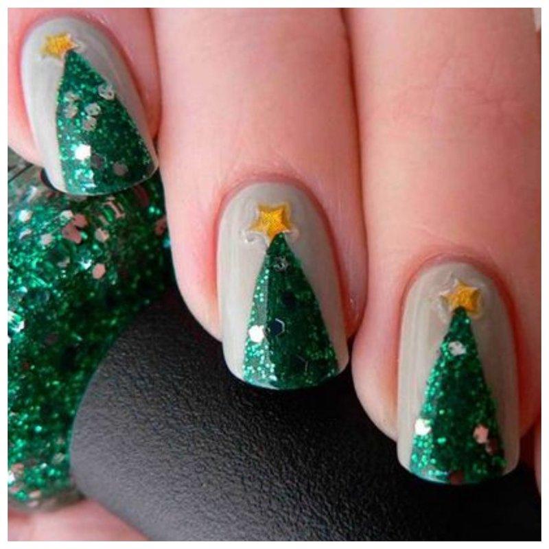 Красивый новогодний дизайн на ногтях