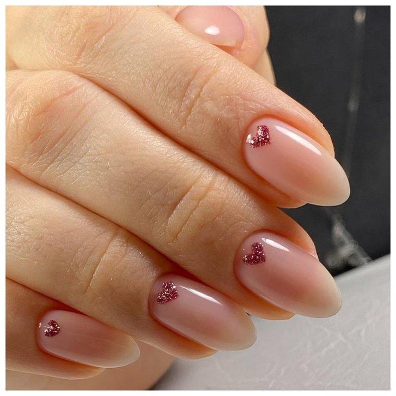 Красивые ногти с сердечками