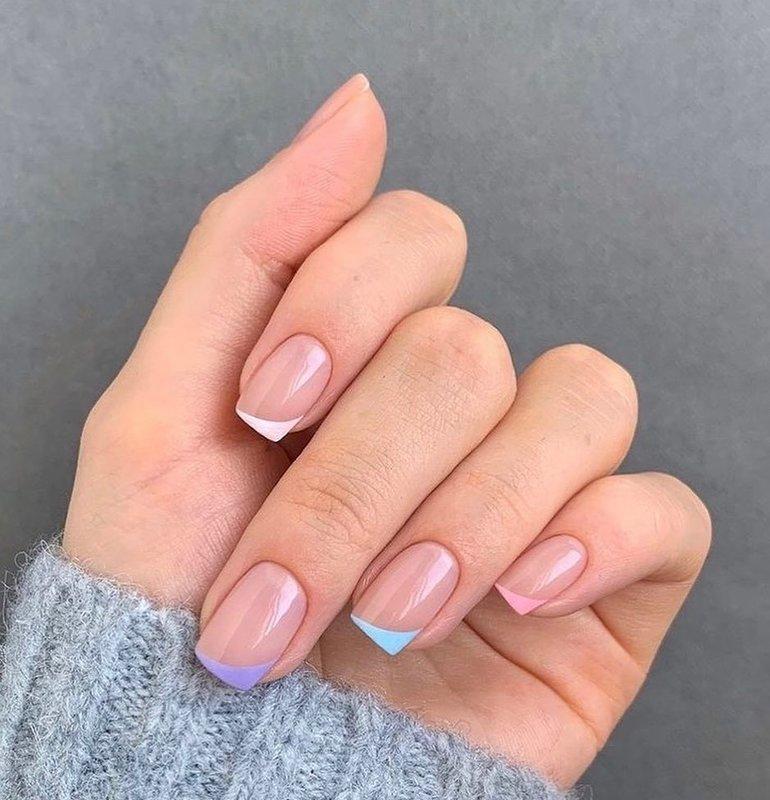 Разночцветный френч на короткие ногти