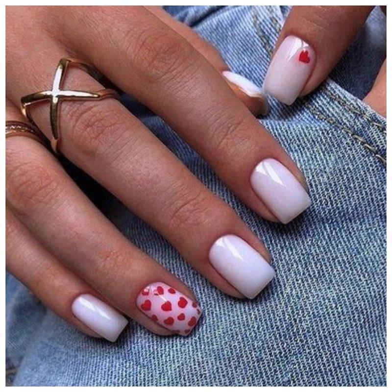 Нежные ногти с сердечками