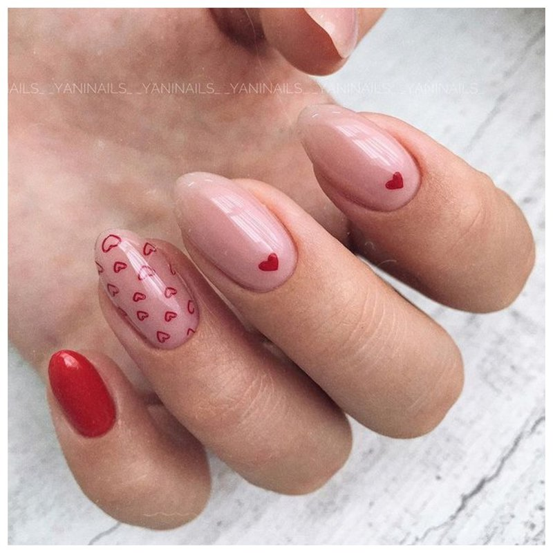Милые ногти с сердечками