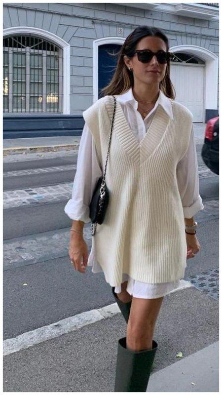 Трикотажный жилет и длинная рубашка фото