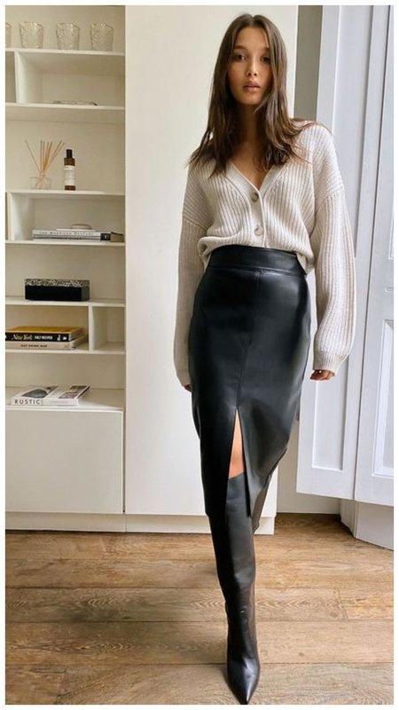 Ботфорты и миди юбка
