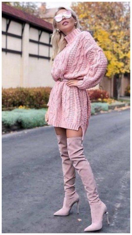 Крутой образ с розовыми ботфортами