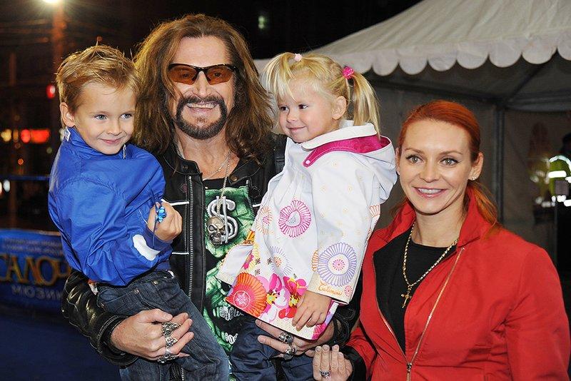 Джигурда и Анисина с детьми
