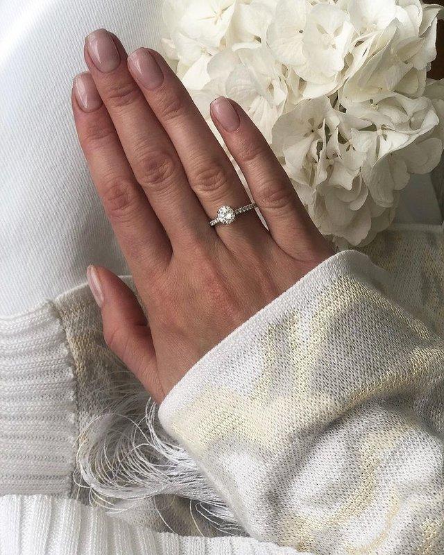 Помолвочное кольцо Алексы фото