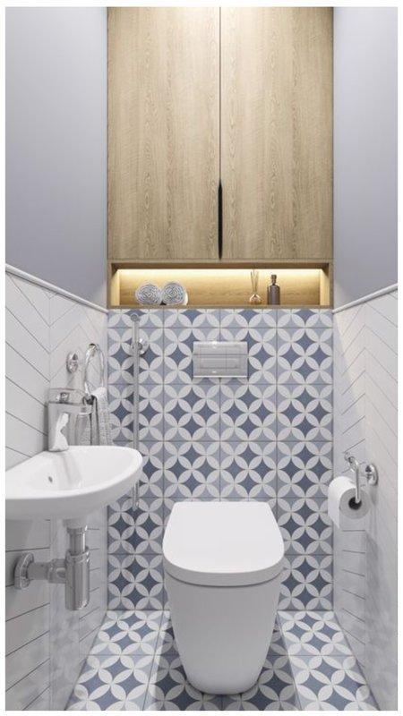Стильный туалет с разной плиткой