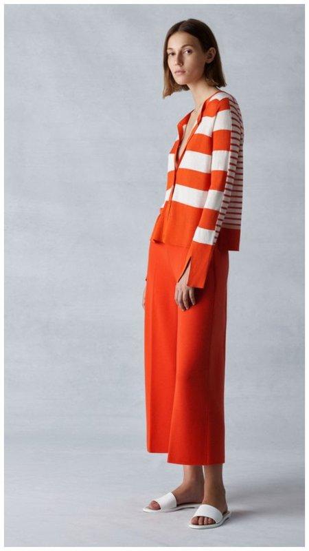 Как носить оранжевый цвет