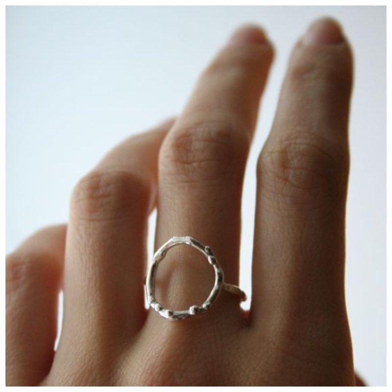 Кольцо с пустым кругом