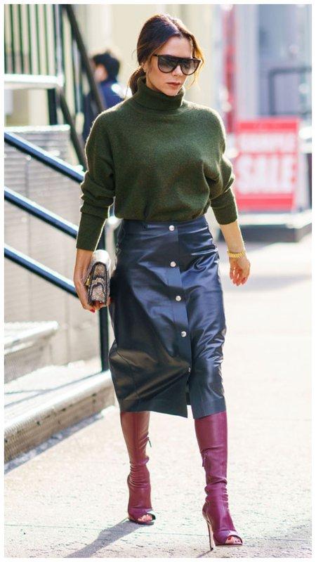Виктория Бекхэм в юбке и свитере фото