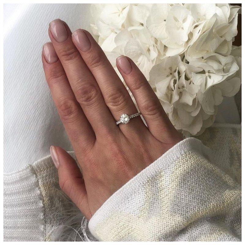 Маникюр с красивым кольцом