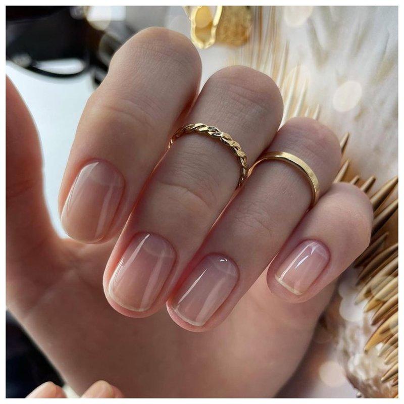 Нежные ногти для женщины