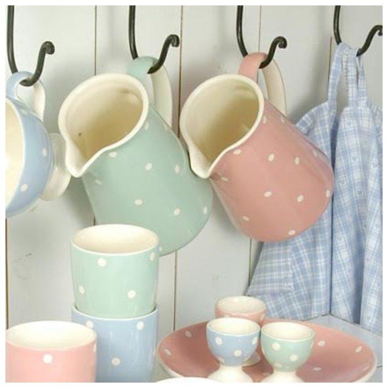 Посуда в крапинку нежных пастельных оттенков