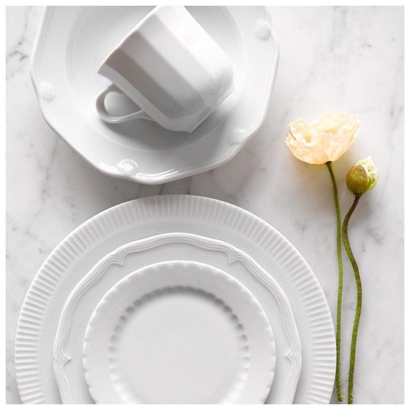 Красивая посуда белого цвета фото