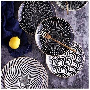 Круглые тарелки необычного цвета