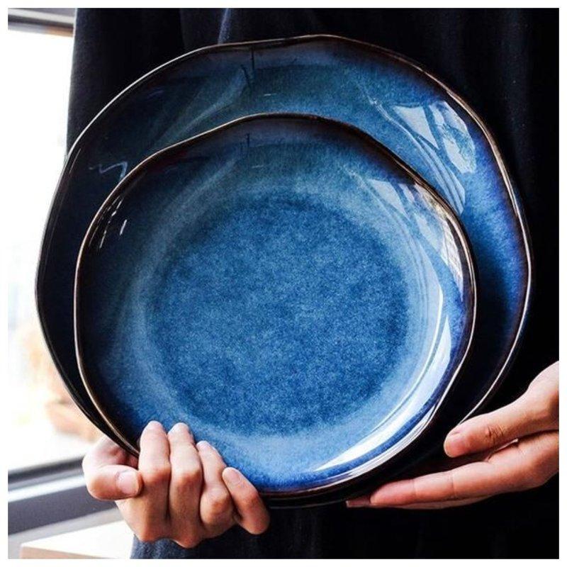 Посуда темного цвета