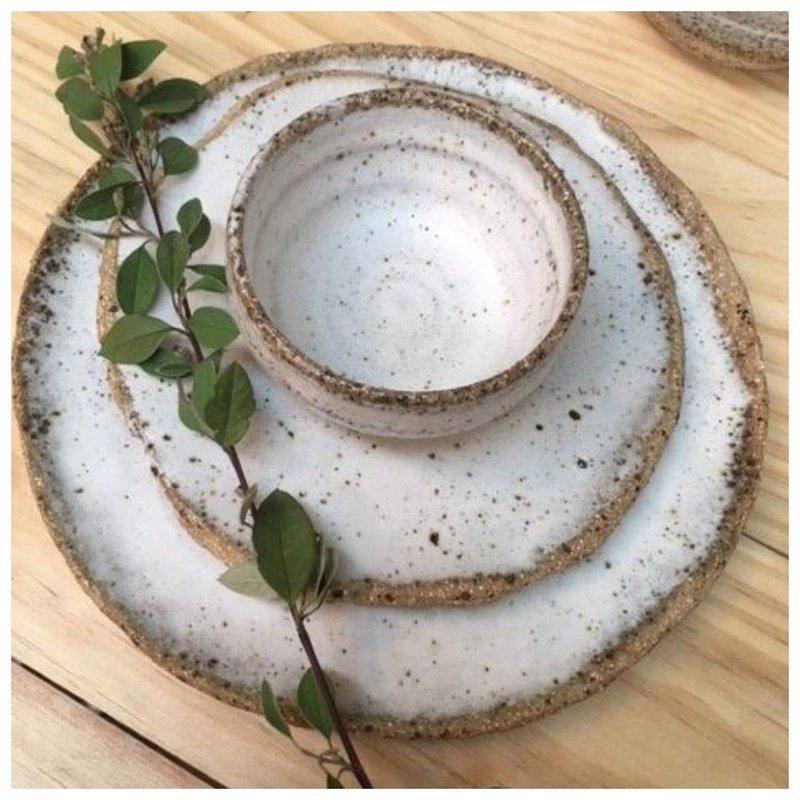 Посуда в каменном стиле