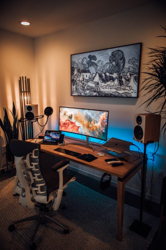 Компьютерный стол для геймера