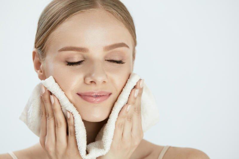 Как правильно вытирать лицо полотенцем