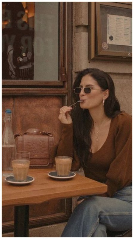 Как позировать за столиком в кафе