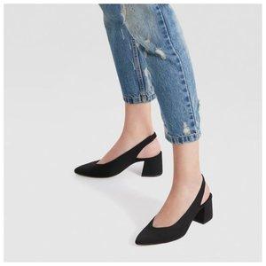 Черные слингбэки с джинсами