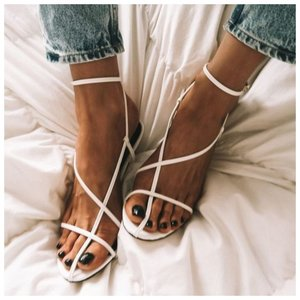 Модные белые босоножки зара