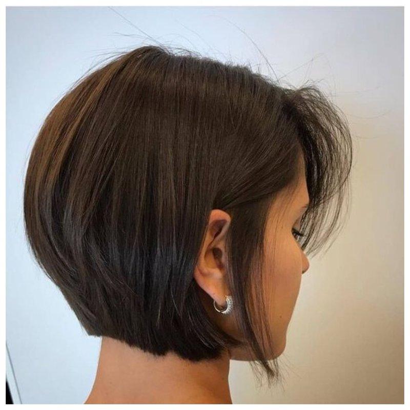 Стрижка боб-каре для темных волос фото