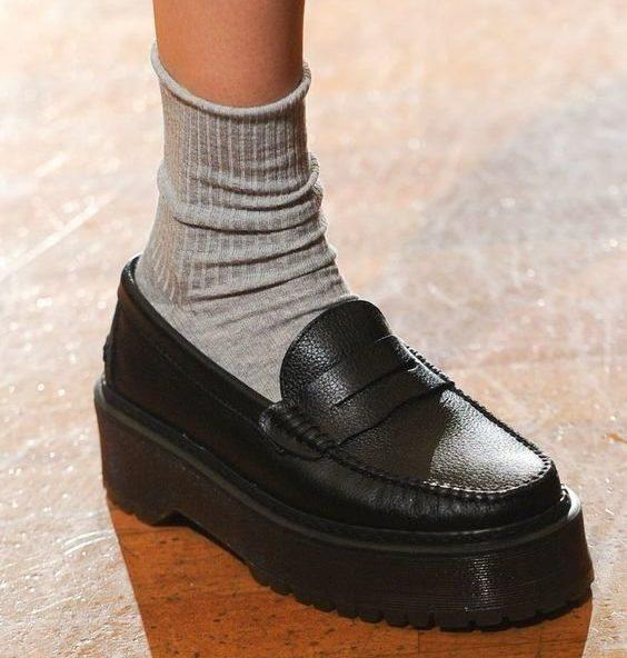 Как носить носки с лоферами