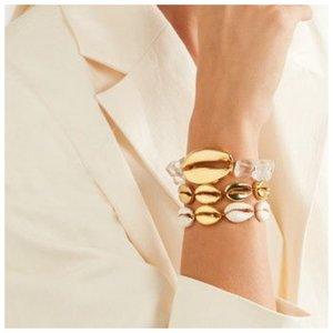 Модные браслеты с металлом и ракушками