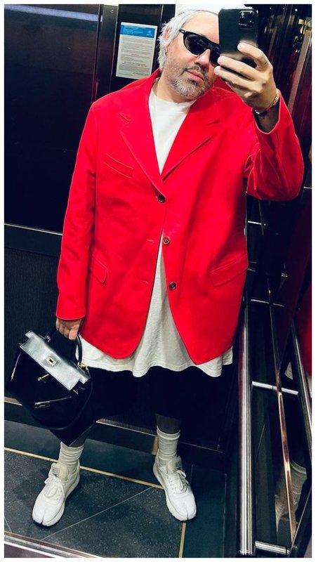 Рогов в красном пиджаке
