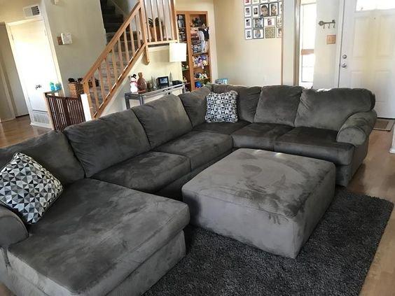 Модный диван с пуфом