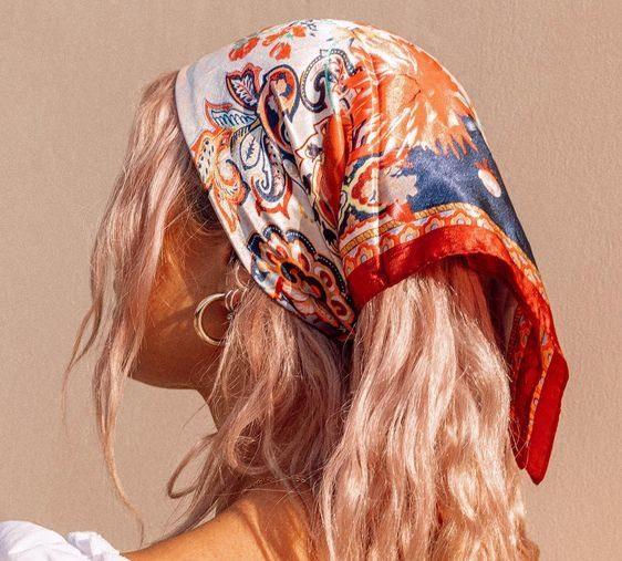 Как модно носить платок летом 2021
