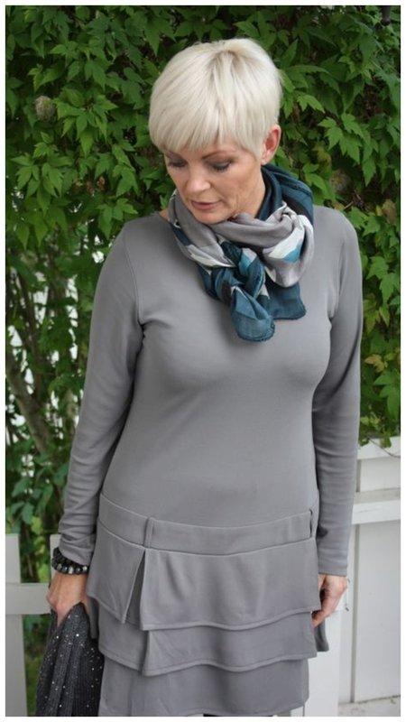 Как женщине носить шейный платок