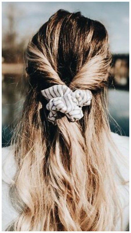 Мальвинка с объемной резинкой для волос фото