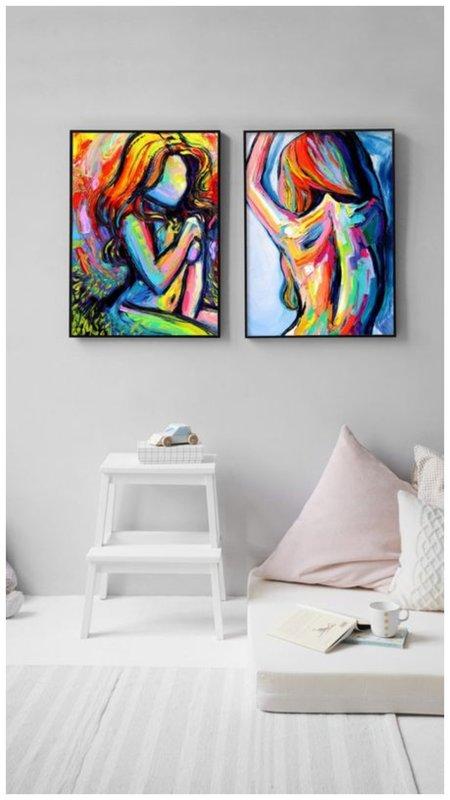 2 картины на стене
