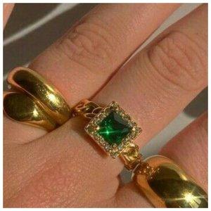 Кольцо с цветным камнем
