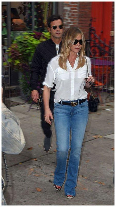 Дженнифер Энистон в джинсах в Нью-Йорке