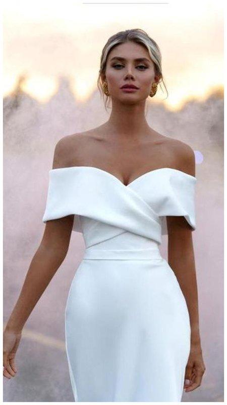 Платье в минималистичном стиле