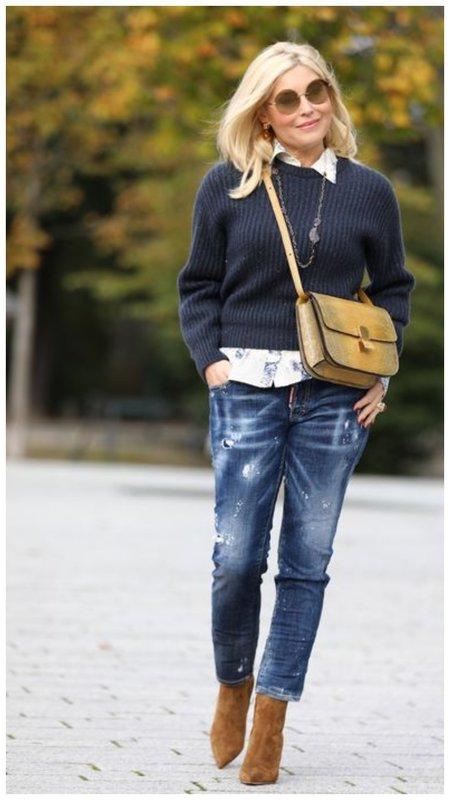 Многослойный образ с джинсами для женщины 50+