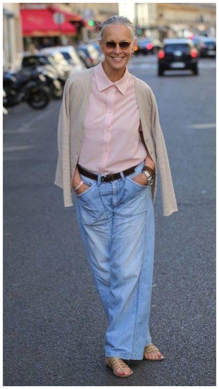 Как носить укороченные джинсы в 50+ пример