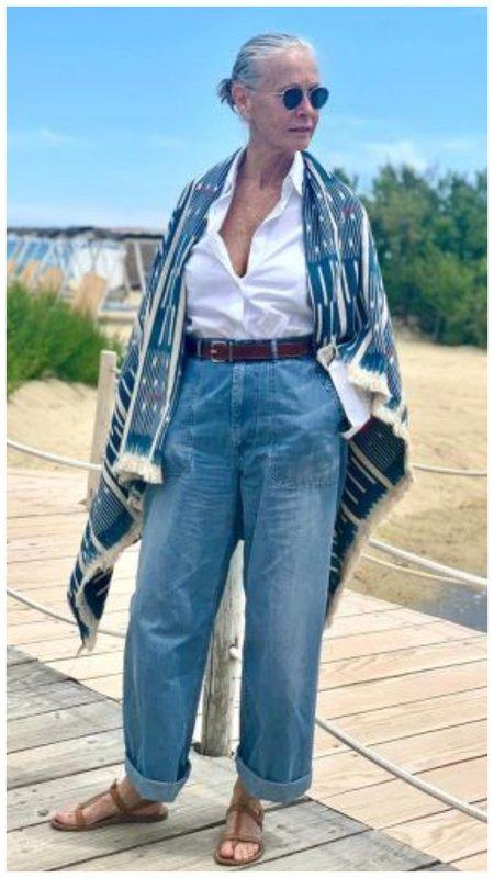 Как носить укороченные джинсы в 50+