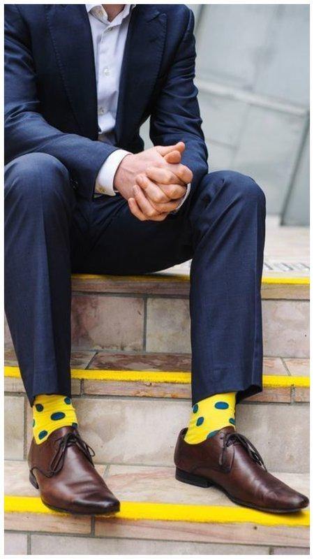 Мужской образ с яркими носками