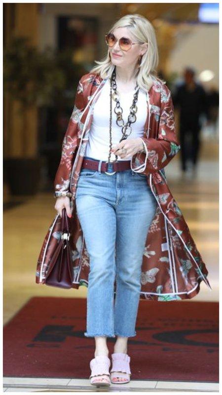 Джинсы с кардиганом-халатом