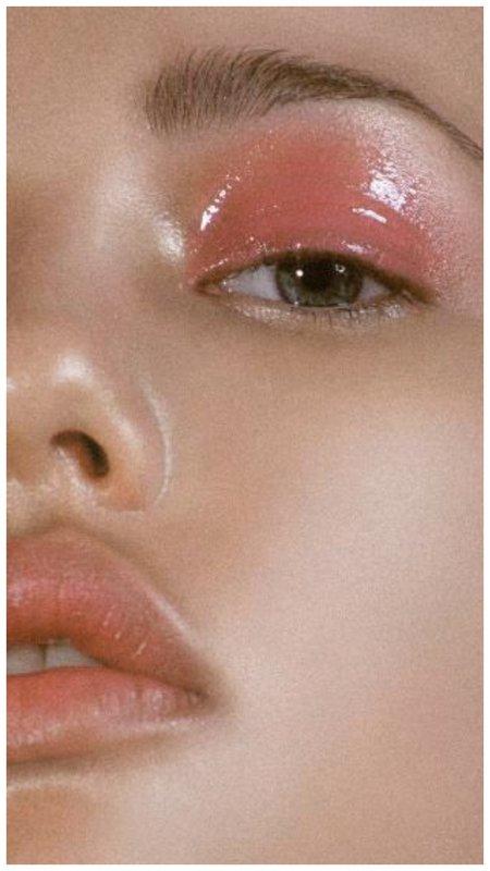 Мокрый нюдовый макияж