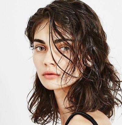Волосы с мокрым эффектом