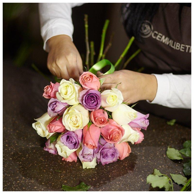 Процесс создания букета из роз