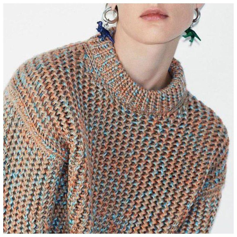 Модный фасон трикотажного свитера
